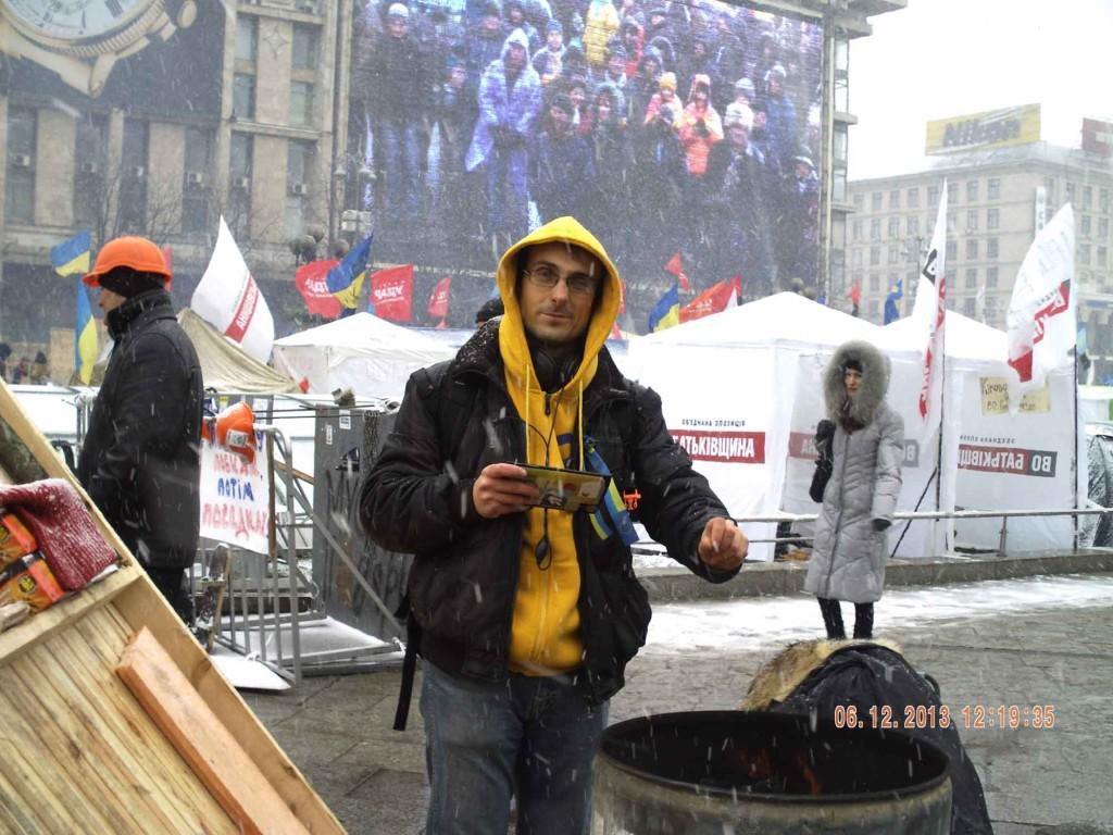 Сергій Дименко гріється на майдані, революція з фай-файем!