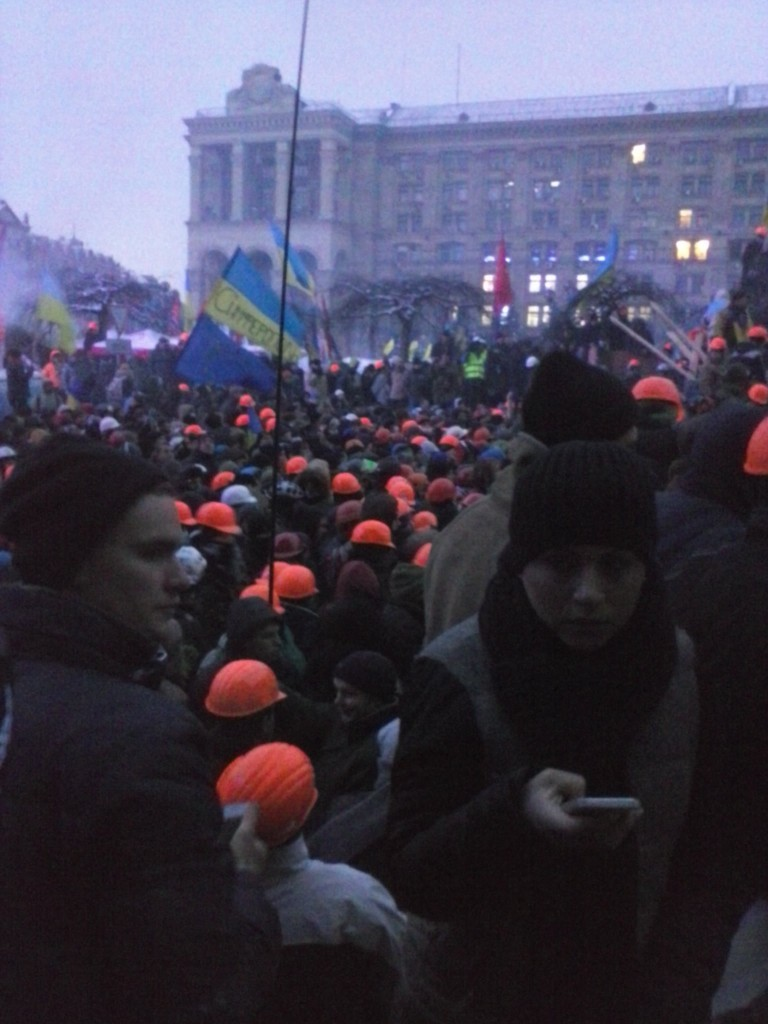 Штурм майдану 11 грудня на Михайлівській - перед світанком, коли беркут пішов