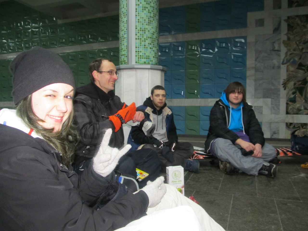 Ужин в метро - день трезвости, сок и пряики