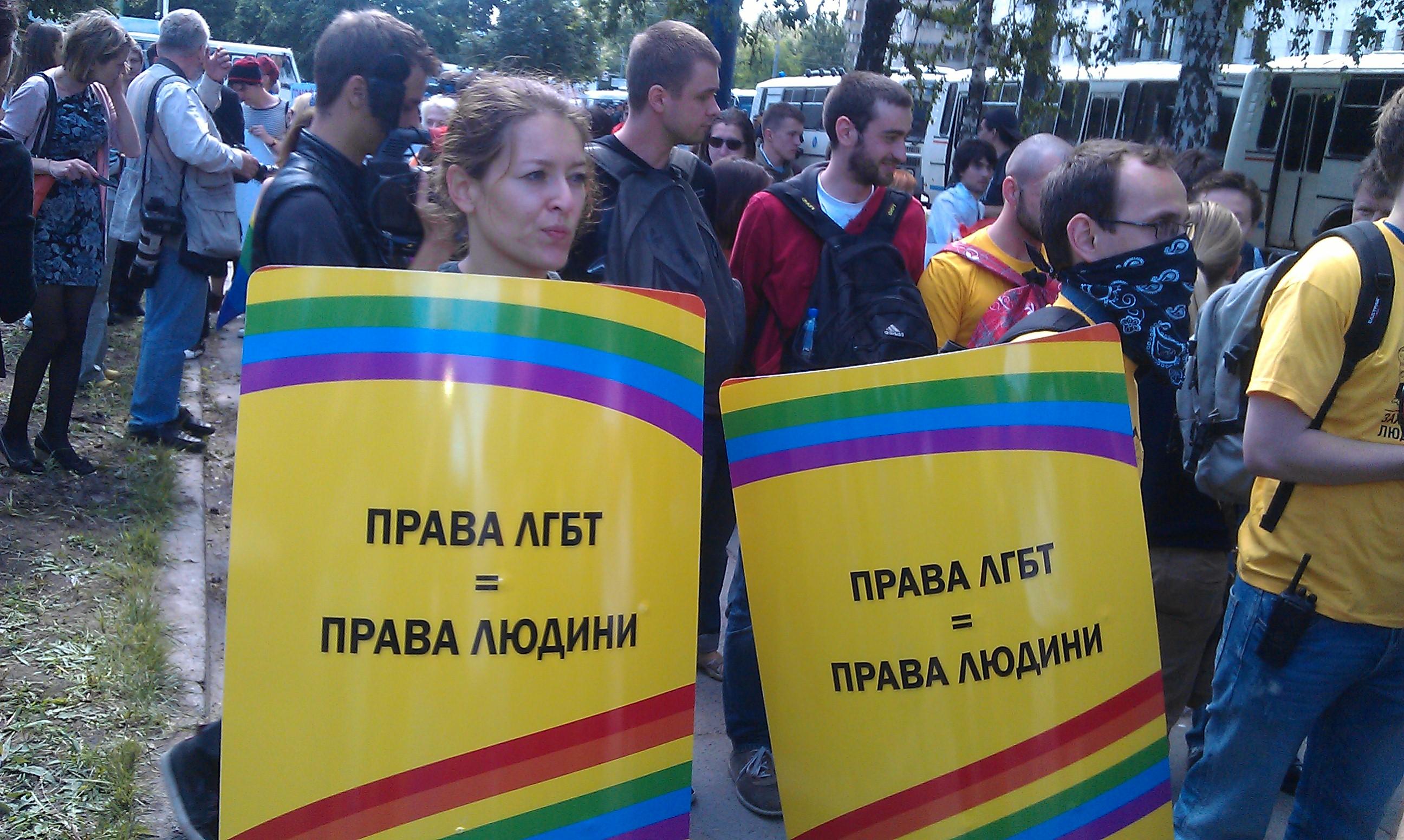 Men in yellow, вышли на улицы хулиганить
