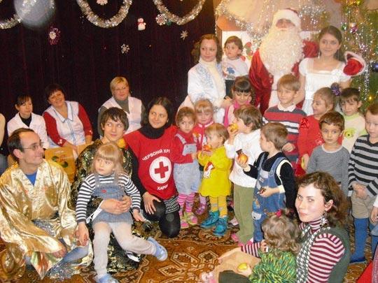 Фото у елки - орги с детишками