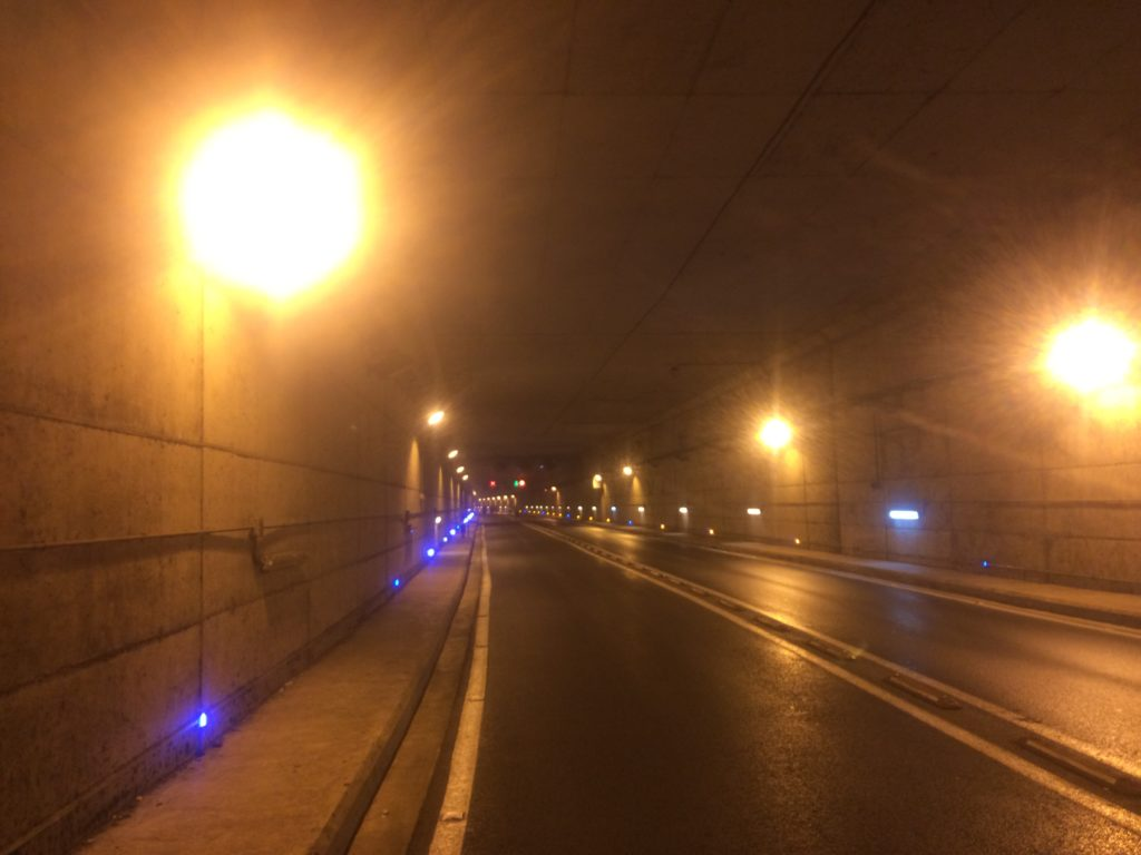 Running in tunnels of Casablanca. Not sure how to share line with cars in here =)